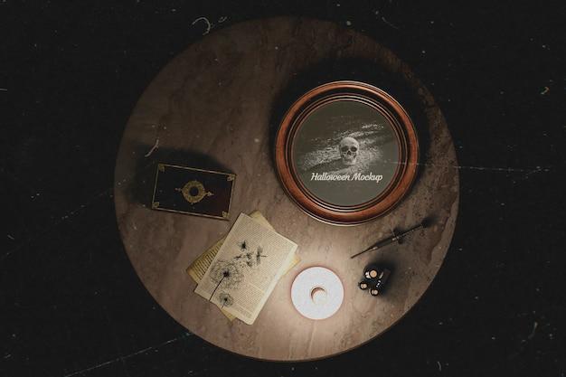 Vue de dessus des décorations occultistes sur la table Psd gratuit