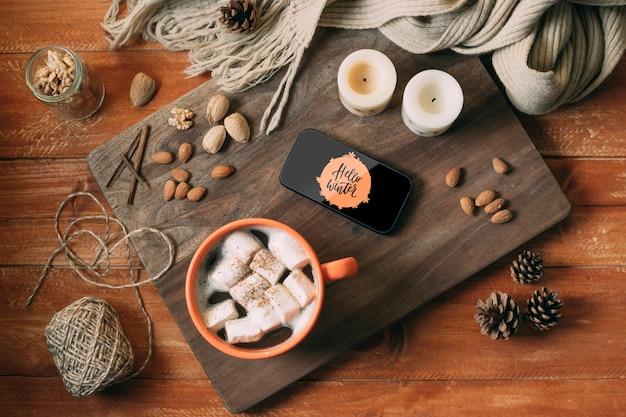 Vue de dessus délicieux snack d'hiver sur une planche de bois Psd gratuit