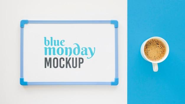 Vue De Dessus Du Tableau Blanc Lundi Bleu Avec Tasse à Café Psd gratuit