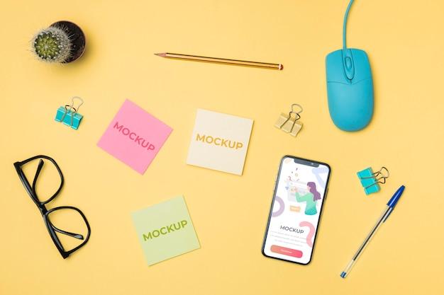 Vue De Dessus Du Téléphone Mobile Et Maquette Post-it Psd gratuit