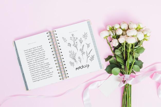Vue De Dessus Fleurs Pour Cadeau Avec Maquette Psd gratuit