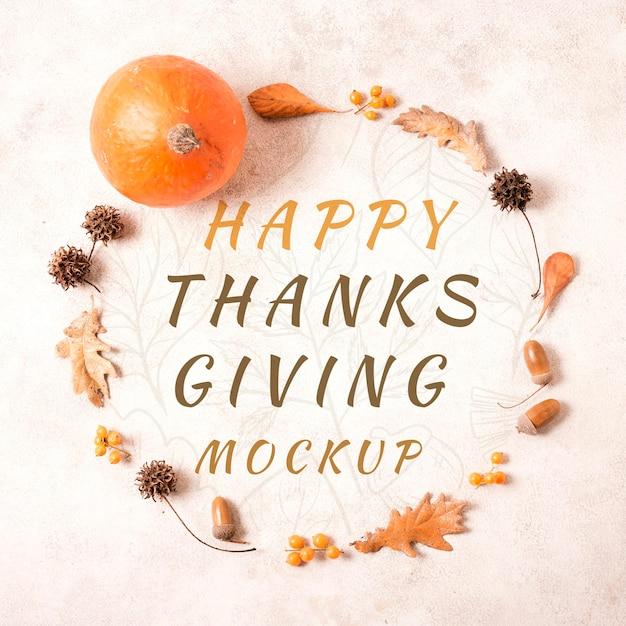Vue De Dessus Guirlande De Joyeux Thanksgiving De Feuilles Séchées Maquette Psd gratuit