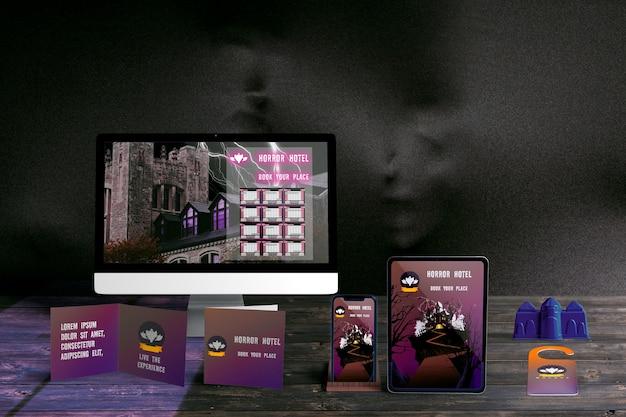 Vue De Face Du Concept D'halloween Sur Une Table En Bois Psd gratuit