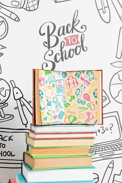 Vue de face à l'école avec un livre ouvert Psd gratuit