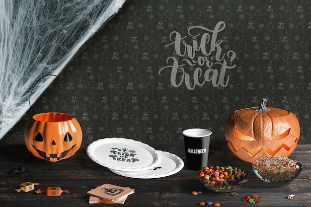 Vue De Face Des éléments D'halloween Sur Une Table En Bois Psd gratuit