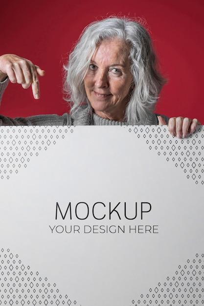 Vue De Face De La Maquette De Femme Senior PSD Premium
