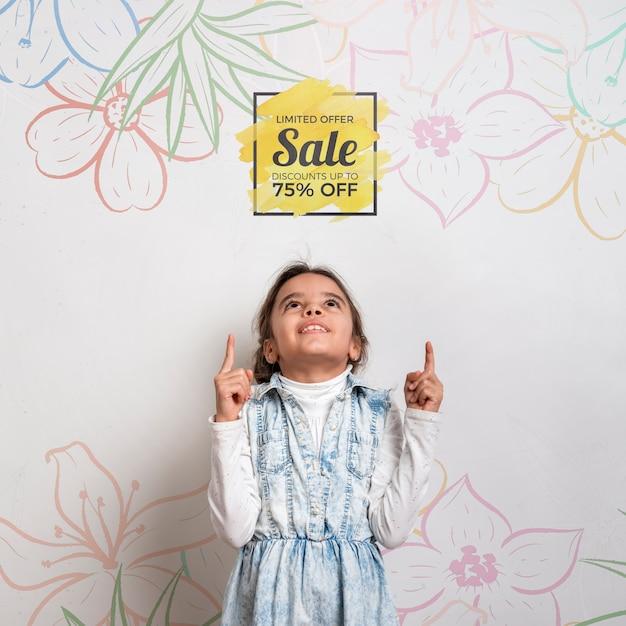 A venda especial oferece a rapariga bonito Psd grátis