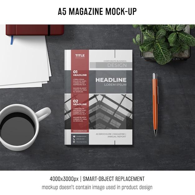 A5 revista maquete com café Psd grátis
