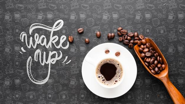Acorde o fundo com uma xícara de café Psd grátis