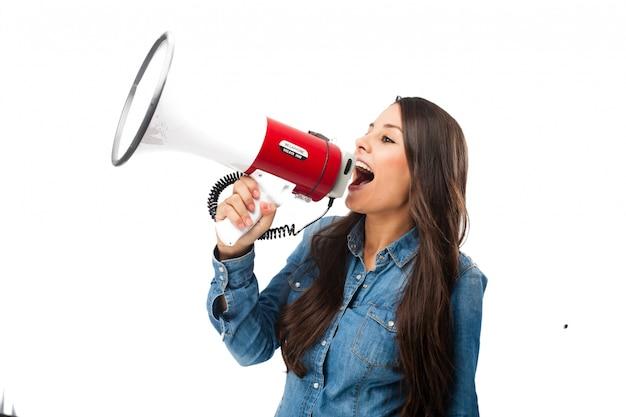 Adolescente rebelde usando um megafone Psd grátis