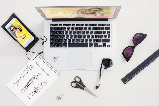 Área de trabalho com esboço e ferramentas Psd grátis