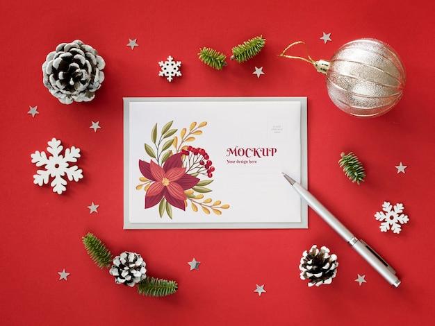 Arranjo de véspera de natal com maquete de cartão Psd grátis