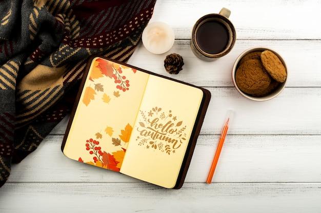 Arranjo liso leigo com cadernos e xícara de café Psd grátis