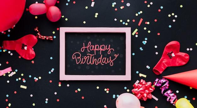 Balões de aniversário colorido com confete Psd grátis