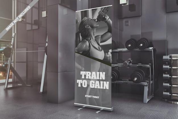 Banner de pé de roll-up no maquete do ginásio Psd Premium