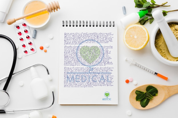 Bloco de notas com ingredientes saudáveis plana leigos Psd grátis