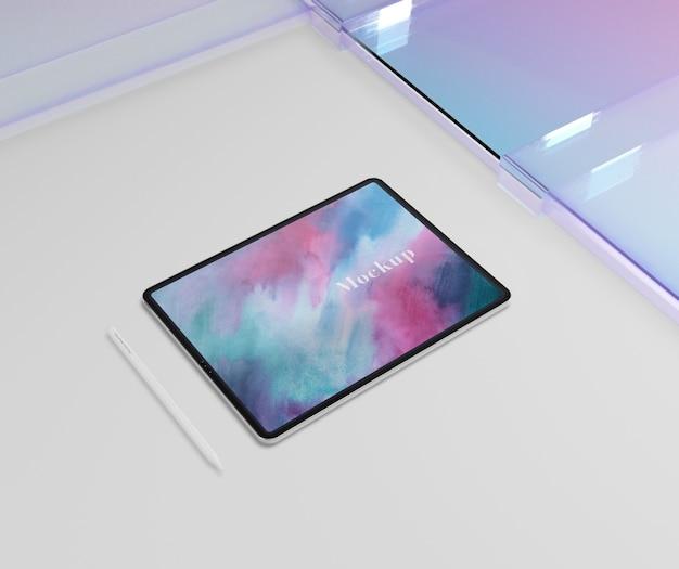 Bloco para tablet com caneta e vidro transparente Psd grátis