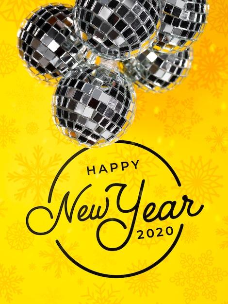 Bolas de natal elegantes prata sobre fundo amarelo Psd grátis