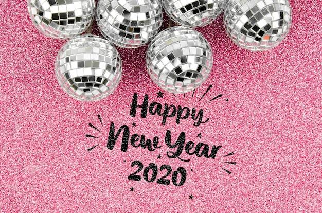 Bolas de natal prata e feliz ano novo letras Psd grátis