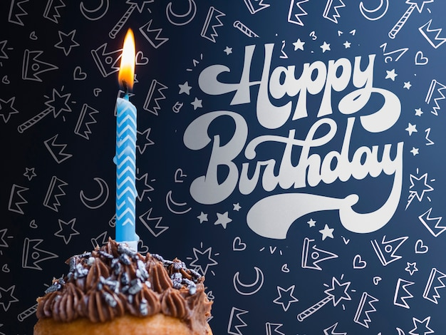 Bolo com vela acesa para aniversário Psd grátis