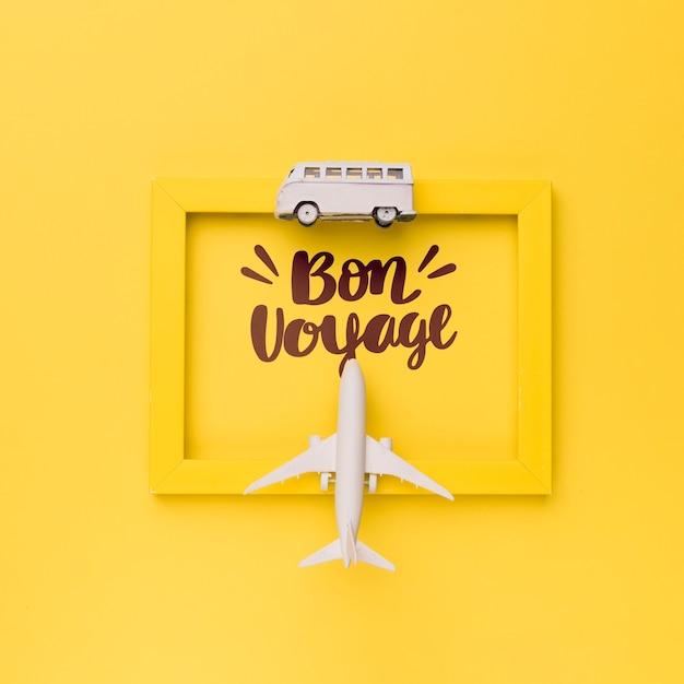 Bon voyage, tenha uma boa viagem, letras em moldura amarela com van e avião Psd grátis