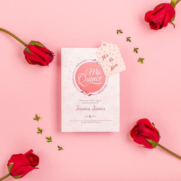 Botões de rosa e convite bonito de quinze aniversários Psd grátis