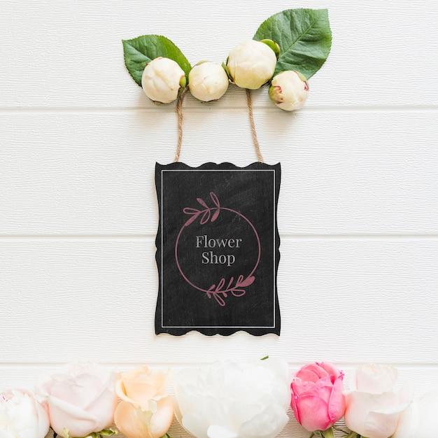Botões de rosas fofos e maquete de loja de flores Psd grátis