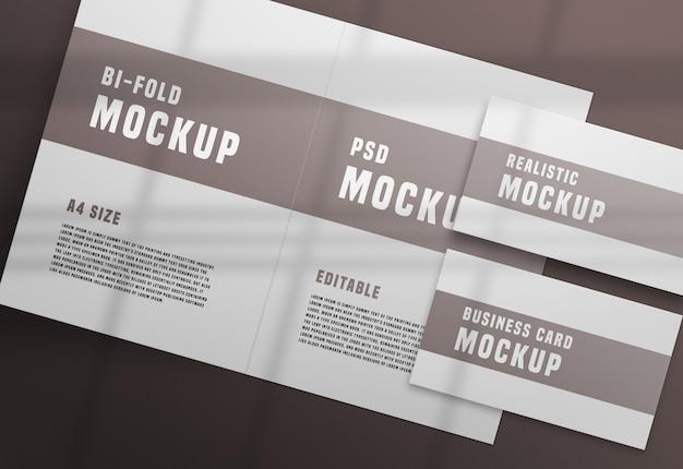 Brochura bifold com uma maquete de cartão de visita psd Psd grátis