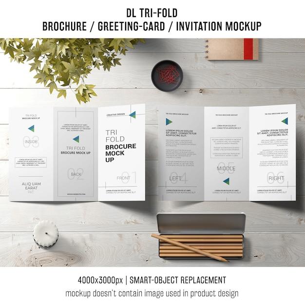 Brochura com três dobras ou convite maquete ainda vida conceito Psd grátis