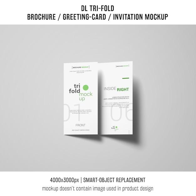 Brochura com três dobras ou convite maquete com sombras Psd grátis