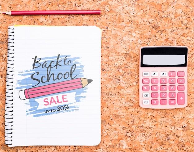Caderno com lápis ao lado da calculadora mock-up Psd grátis