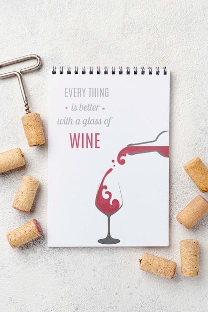 Caderno com rolhas de vinho Psd grátis