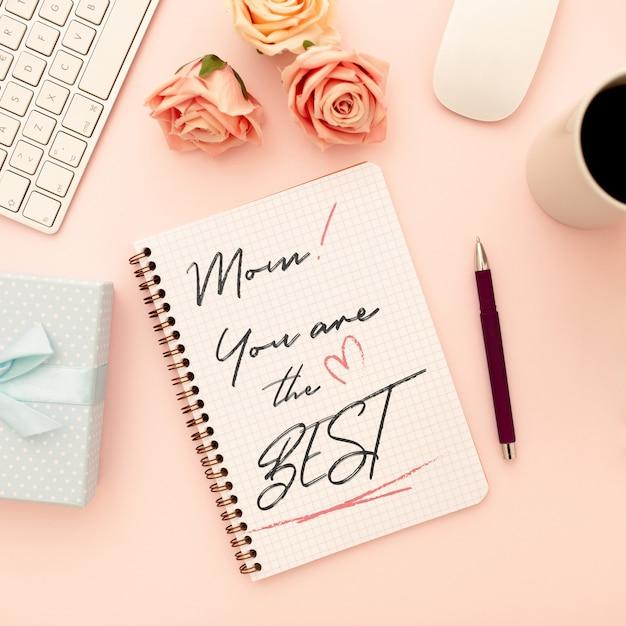 Caderno de maquete de dia das mães com rosas Psd grátis