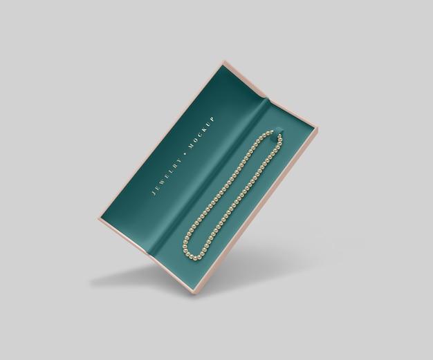 Caixa de jóias aberta com colar de pérolas douradas Psd grátis