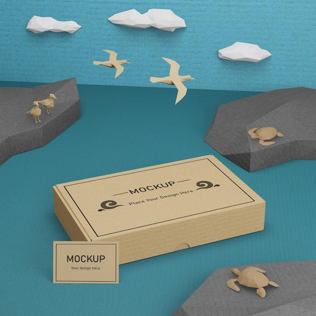 Caixa de papel sustentável e vida marinha com maquete Psd Premium