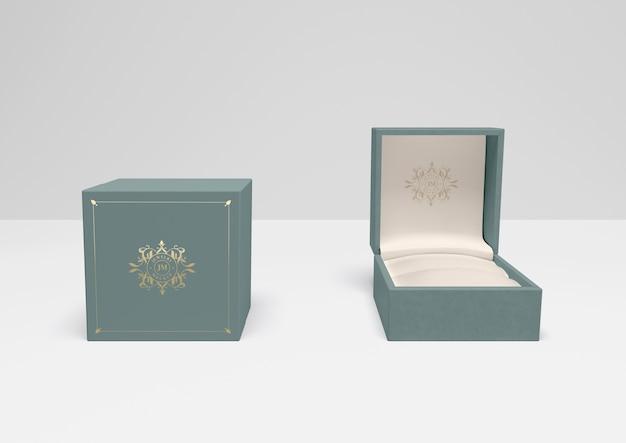 Caixa de presente aberta e fechada com capa Psd grátis