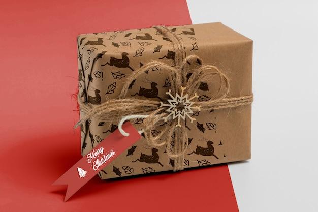 Caixa de presente de natal com etiqueta Psd grátis