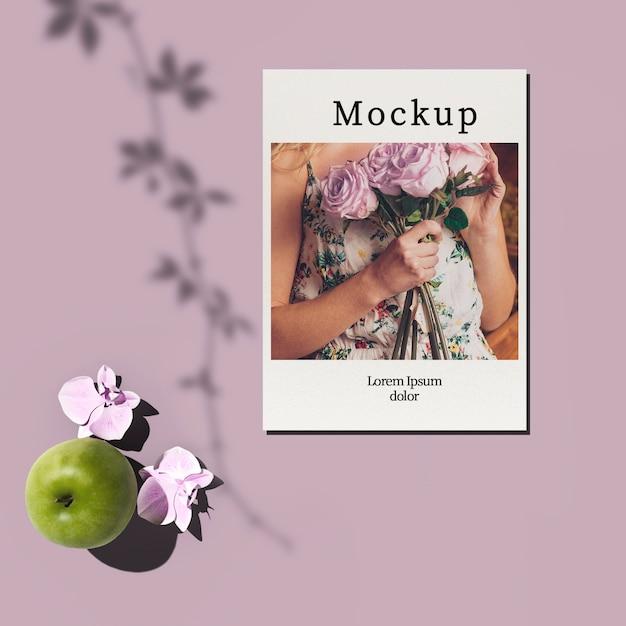 Cartão com maçã e flores Psd grátis