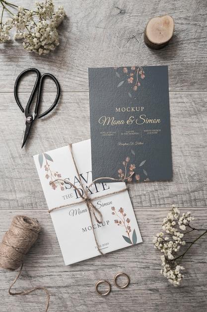 Cartão de casamento elegante vista superior com maquete Psd grátis