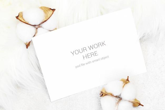 Cartão de maquete com algodão Psd Premium