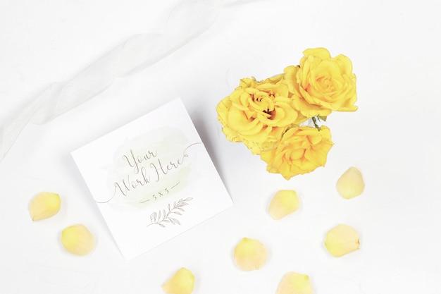 Cartão de mesa número com rosas amarelas Psd Premium