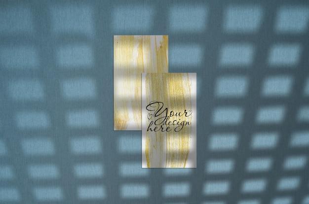 Cartão de visita 3.5 x 2 polegadas mockup em fundo azul Psd Premium