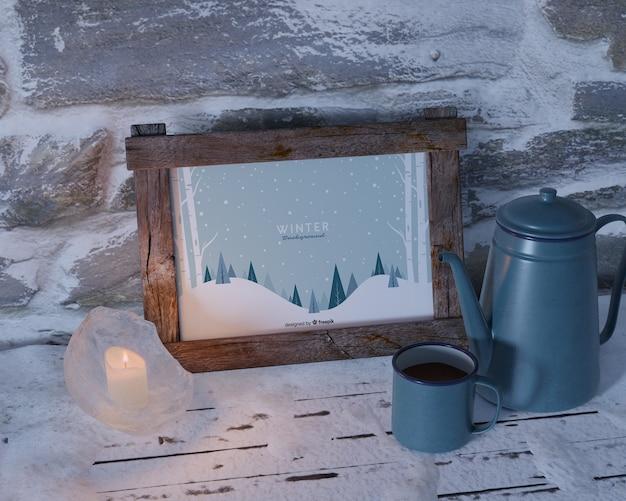 Chaleira com chá ao lado de maquete de quadro Psd grátis