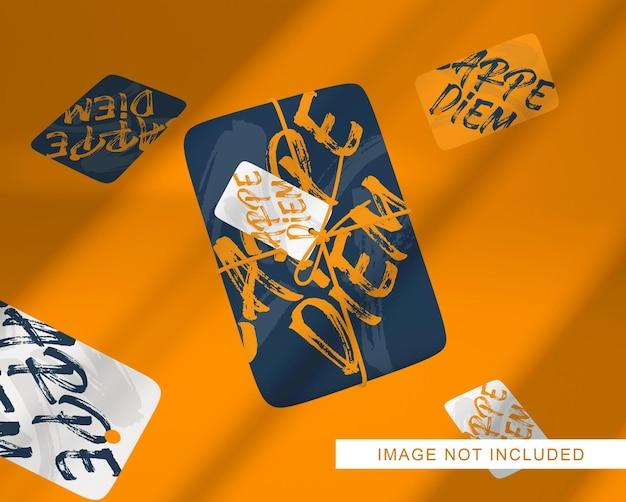 Close-up na embalagem da caixa flutuante com a maquete da etiqueta do rótulo isolada Psd Premium