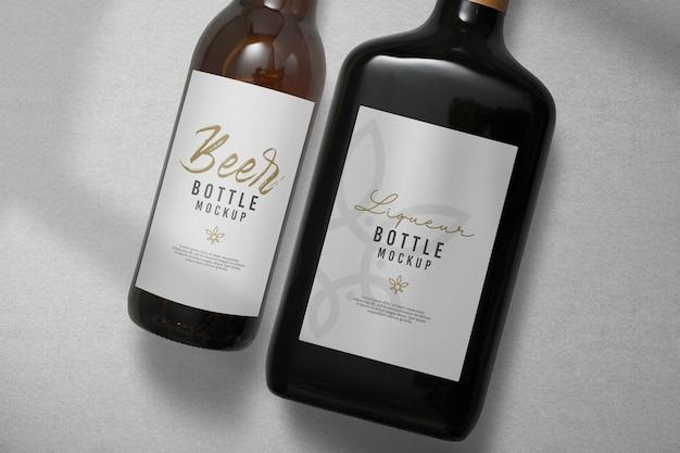 Close-up na maquete da garrafa de cerveja e licor Psd Premium