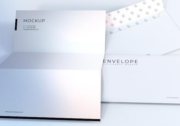 Closeup envelope e papel timbrado maquete design Psd Premium
