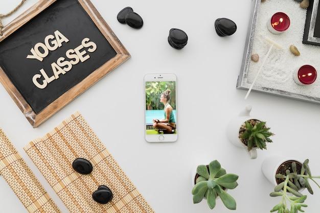 Composição calma da ioga com smartphone Psd grátis
