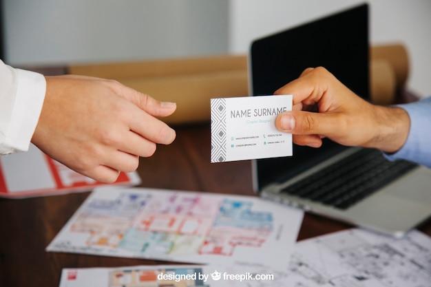 Conceito de arquiteto com maquete de cartão Psd grátis
