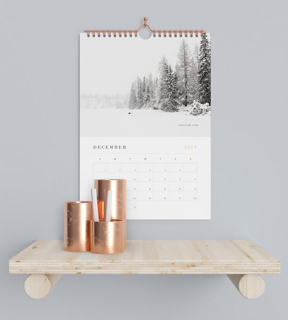 Conceito de calendário no suporte de livros Psd grátis