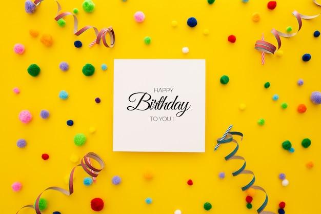 Confetes de aniversário editável fundo e balões em amarelo Psd grátis